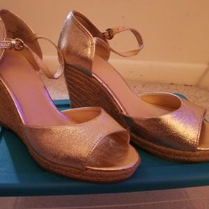 Gold NY&C Wedge
